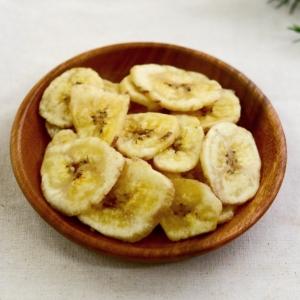 木の器に入ったドライバナナ